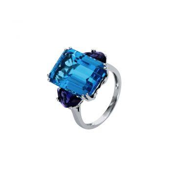 RING/DIAMONDGROUP/1S119W855-1/1 BLUE TOPAZ & 2 SMALL LONDON BLUE TOPAZ