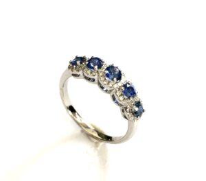 Δαχτυλίδι KALFIDIS Jewellery με διαμάντια και μπλε ζαφείρια.